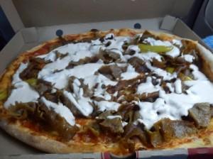 スェーデンで大人気のケバブピザ