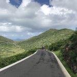 舗装された山道