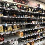 スーパーの棚に並ぶビール