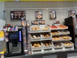 大学内のコーヒー、パンコーナー